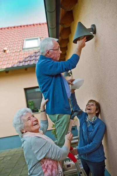 """""""Rokis helfende Haende"""" Senioren helfen Senioren"""