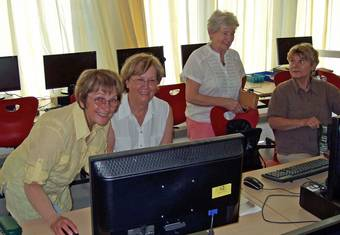 Gruppe vor PC